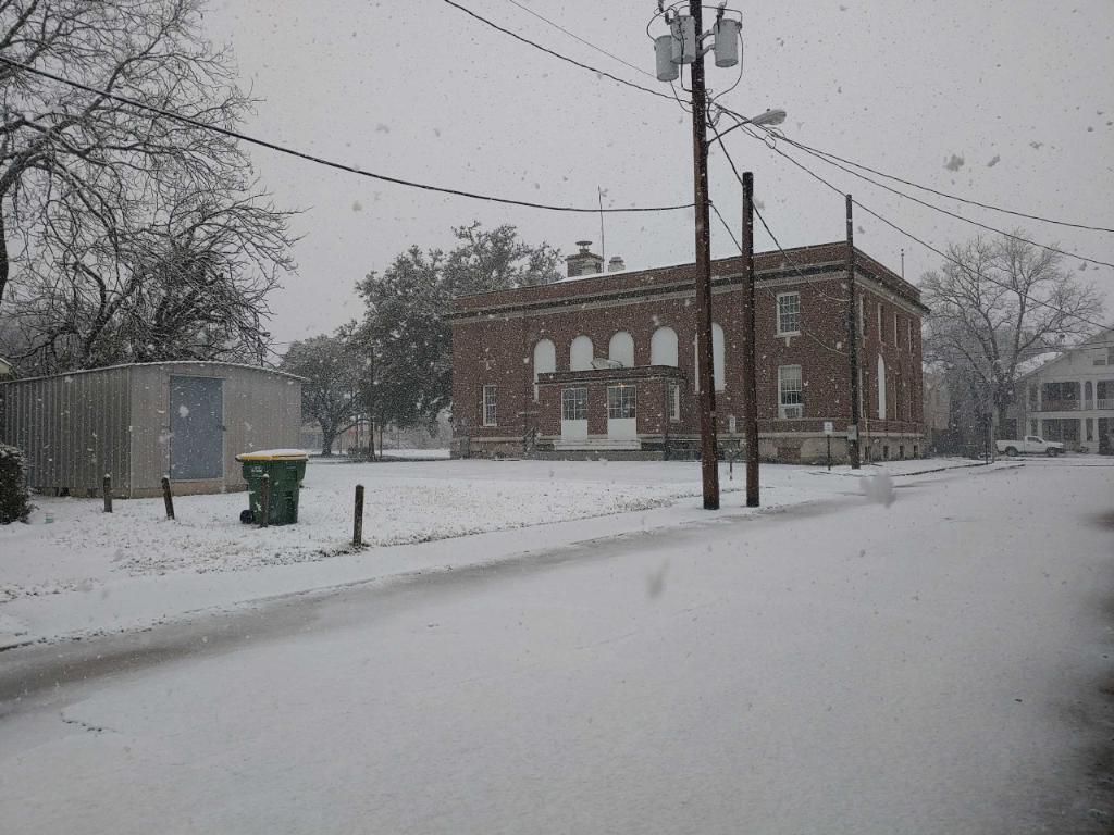 Photos by Melissa MahoneyDowntown Marlin and much of Falls County was blanketed with snow on Sunday when a winter storm moved through the area. Parts of the area saw up to six inches ofthe white stuff, ararity in Texas.